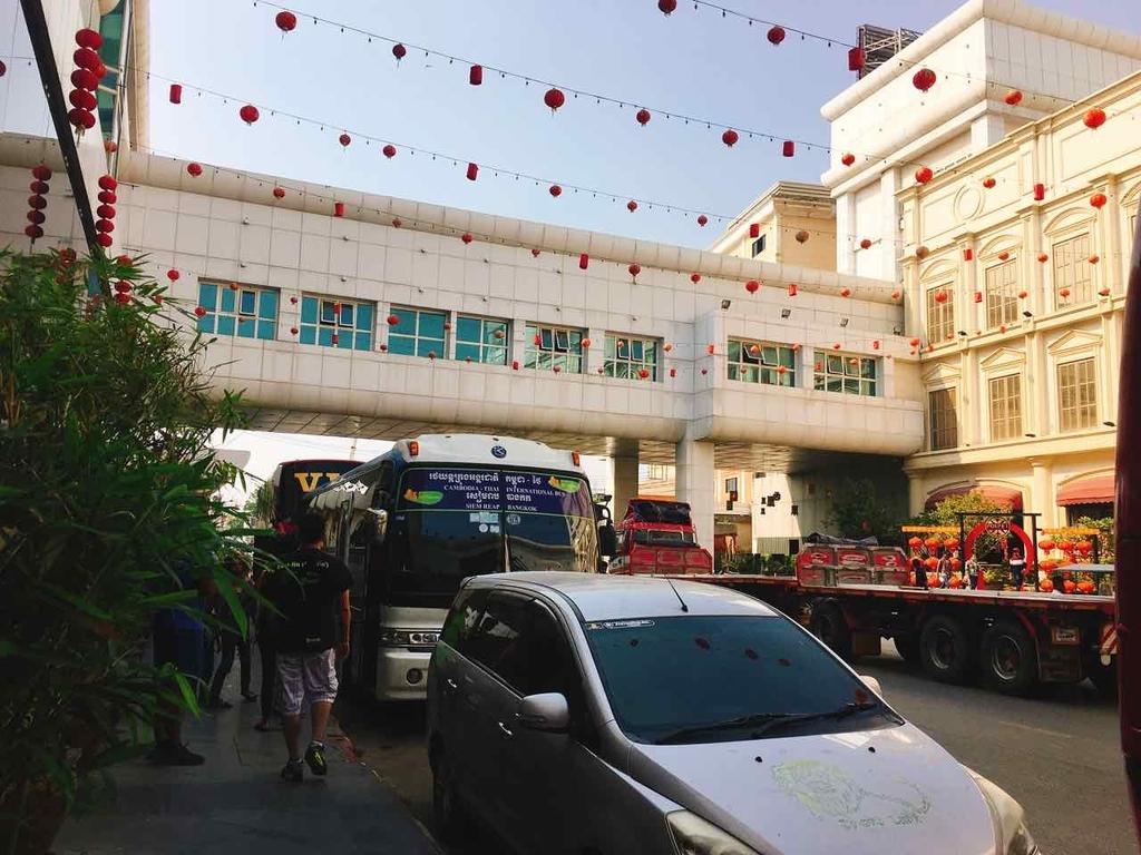 カンボジア 国境 バス