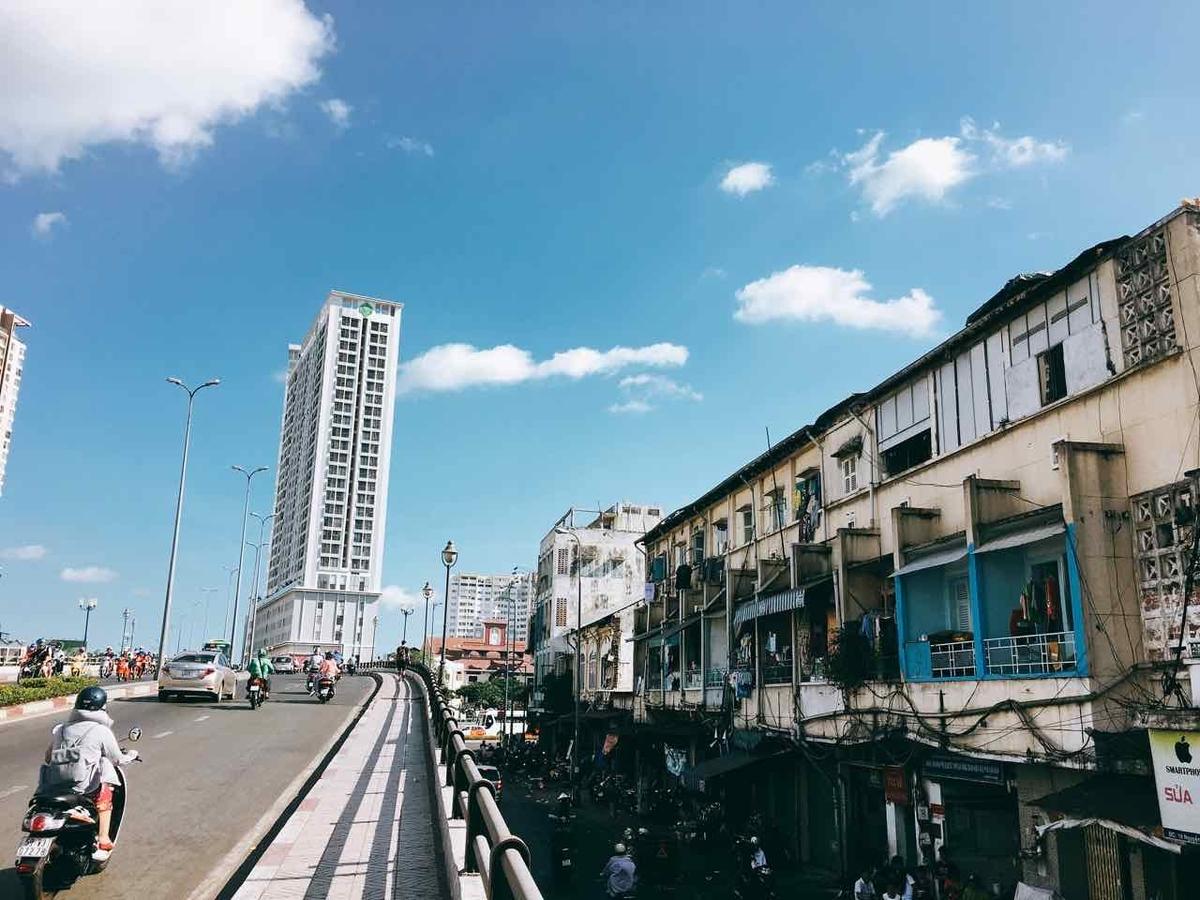 ベトナム 橋の上