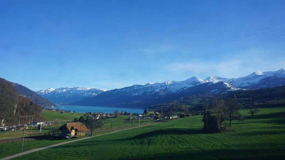 スイス鉄道の車窓から見える景色