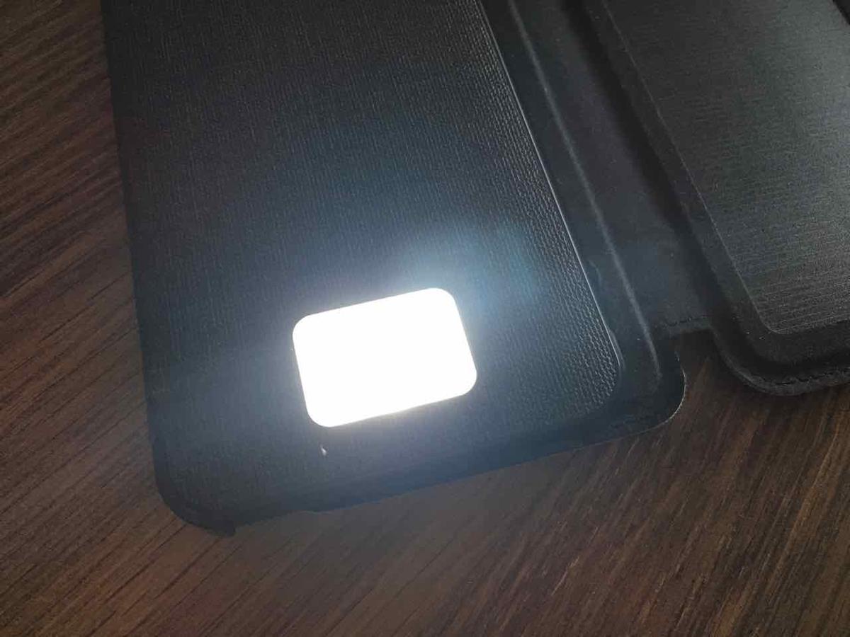 モバイルバッテリー LED点灯
