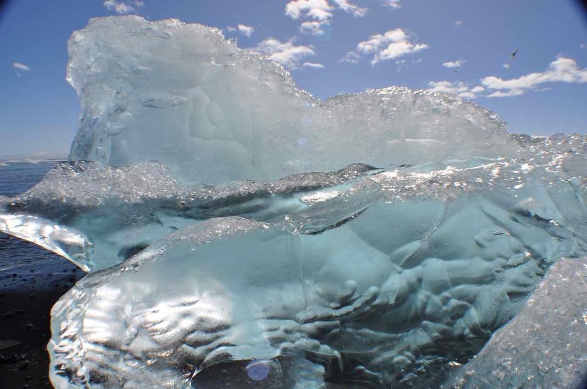 アイスランド 青い氷
