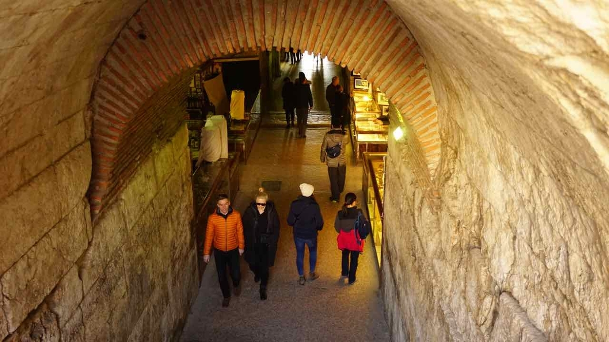クロアチア スプリット 地下宮殿