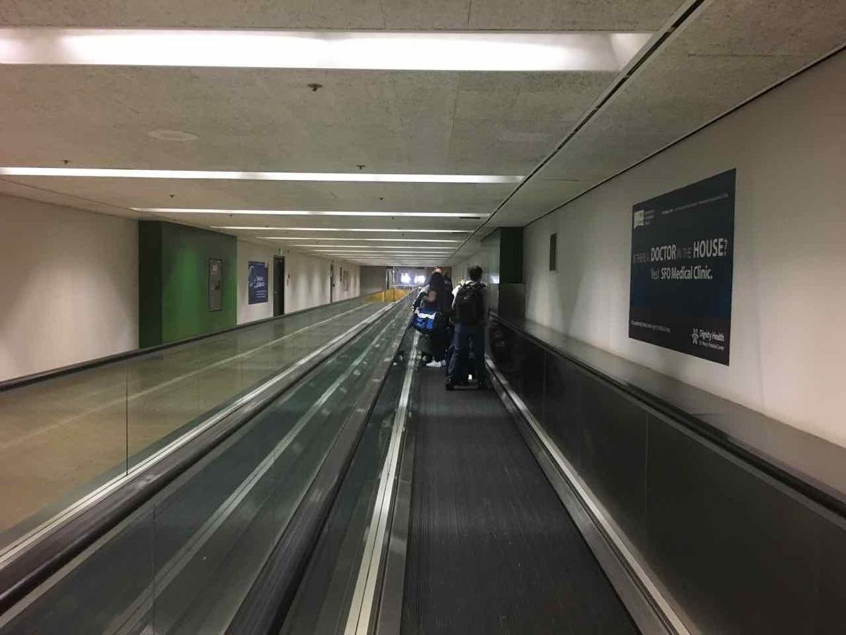 サンフランシスコ空港 連絡通路