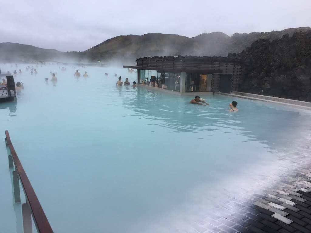 青いインスタ映え温泉 ブルーラグーン