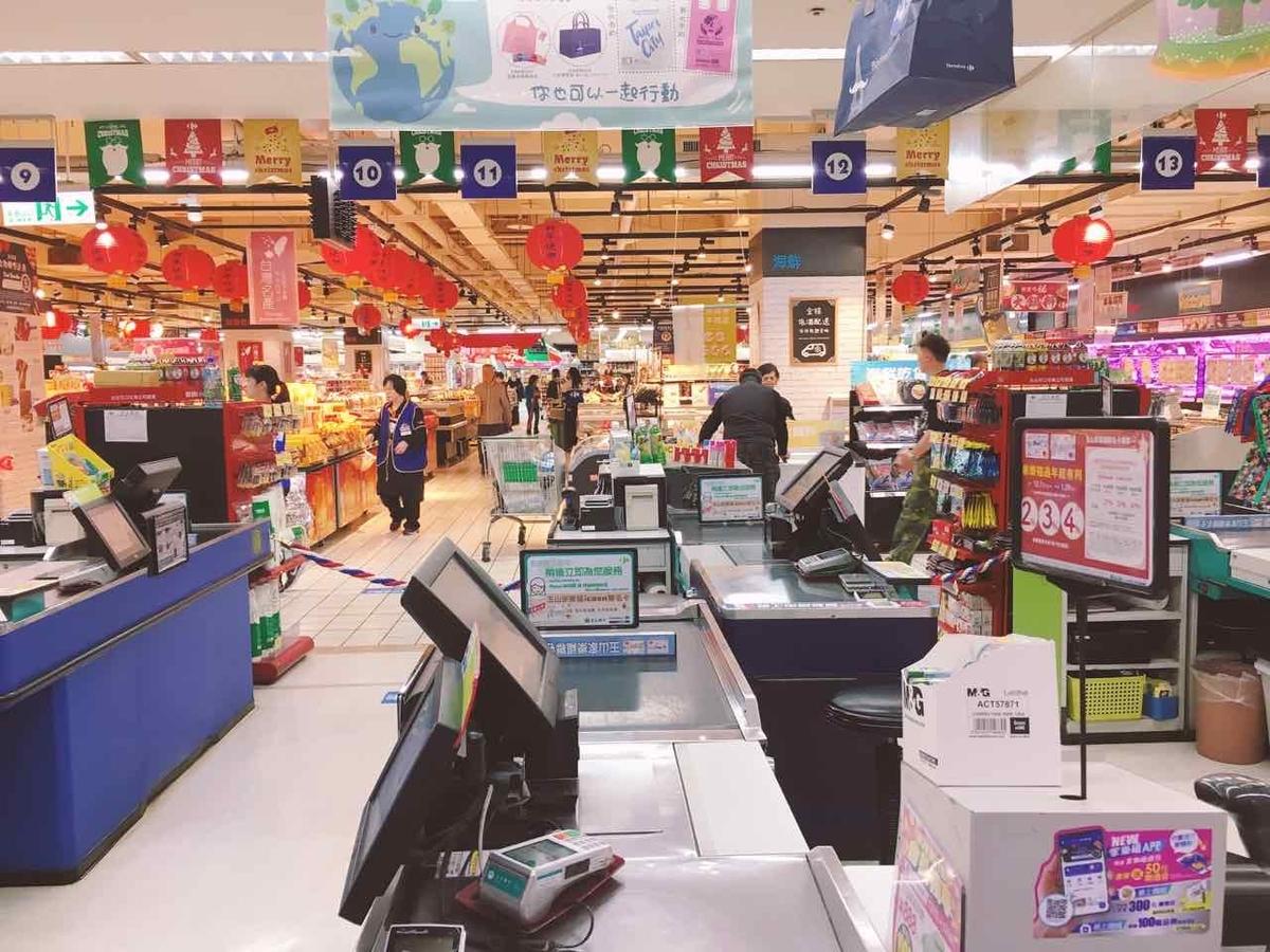 台湾のカルフールの食料品売場