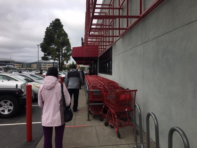 アメリカ スーパーマーケット 行列