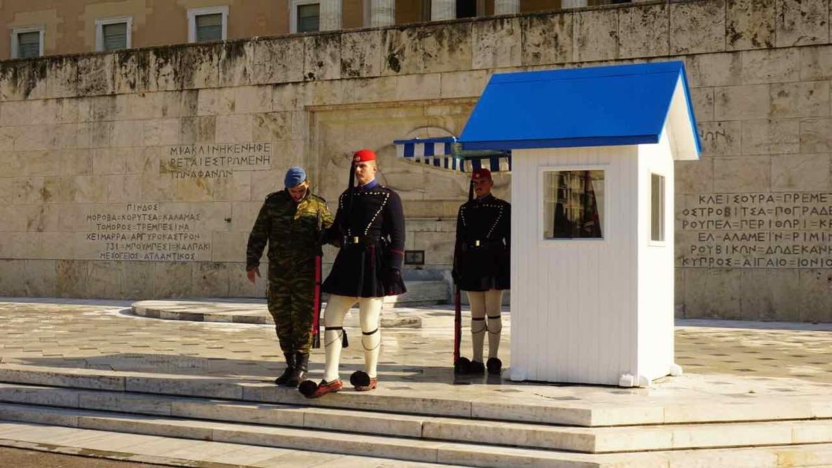 ギリシャ 無名戦士の墓 衛兵交代式