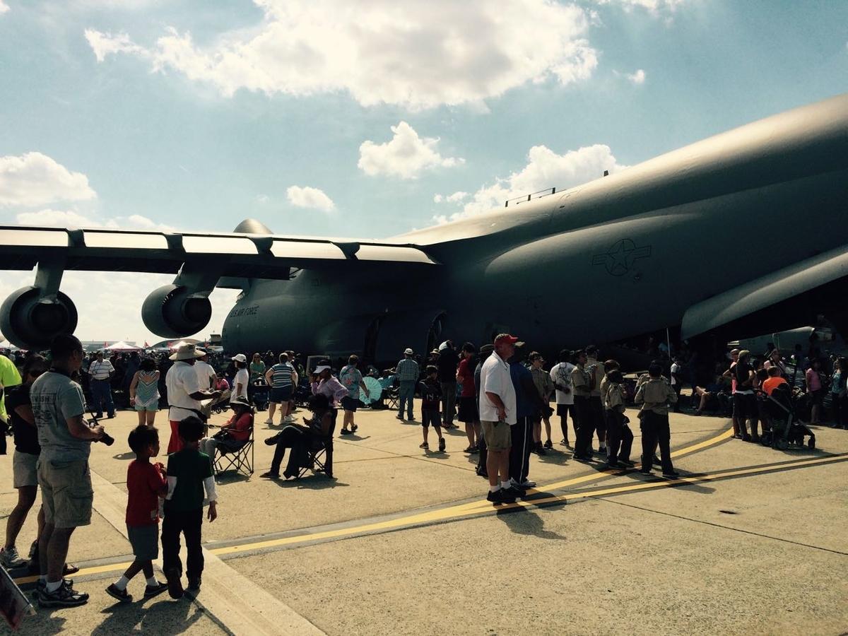 空軍サンダーバーズの航空ショー