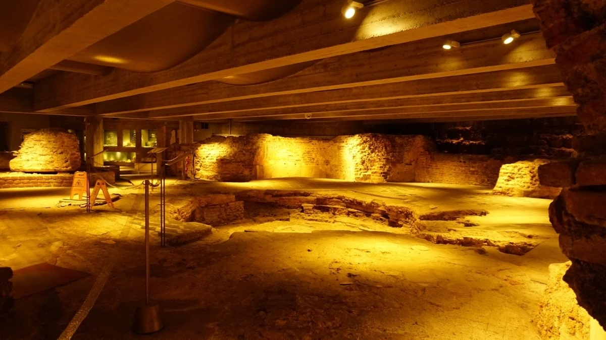 ミラノ ドゥオーモ 地下