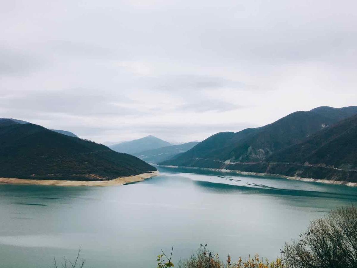 アナヌリ教会 ジヌヴァリ湖