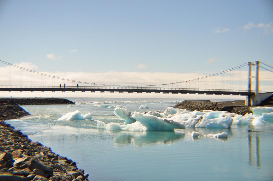 氷河が崩れ落ちる!アイスランドのヨークルスアゥルロゥン氷河湖