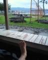足湯と汚い足。工事中で景観がいまいち…