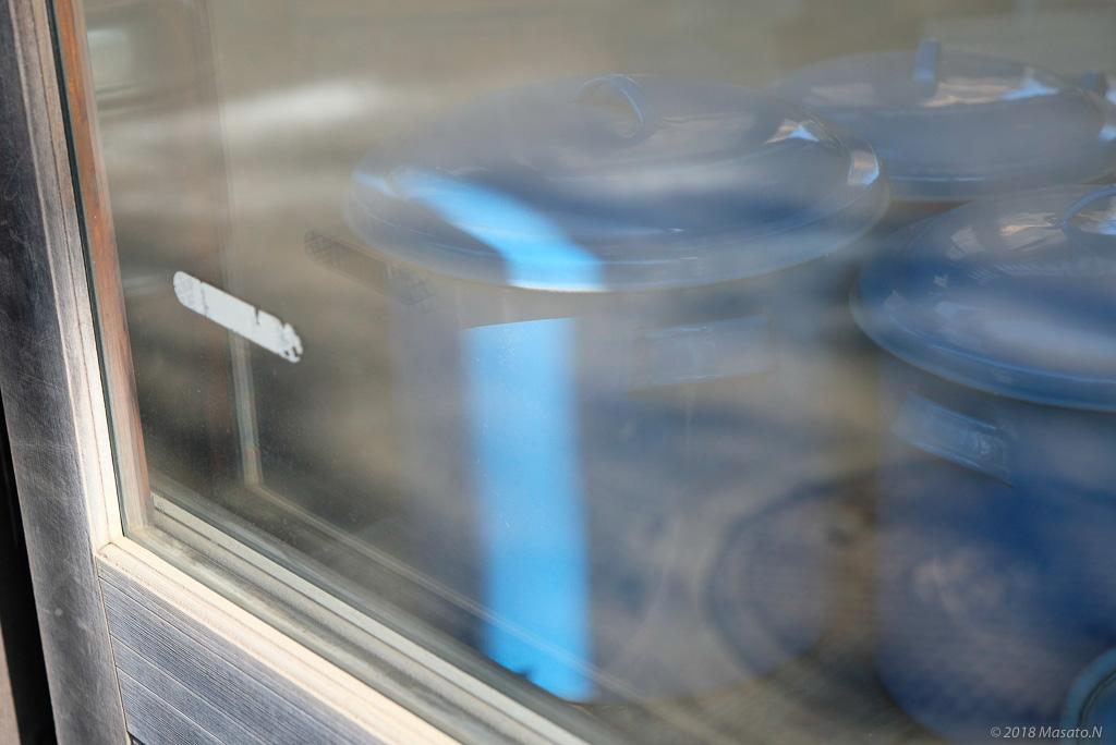 青い鍋の写真