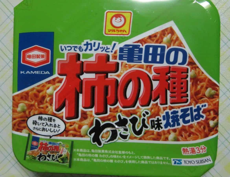 マルちゃん亀田の柿の種わさび味焼そばのパッケージ
