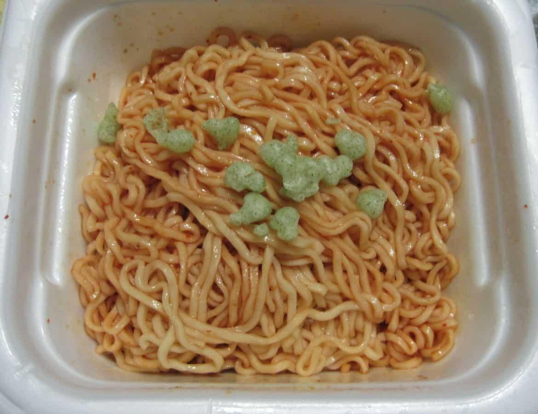 「亀田の柿の種わさび味焼そば」のわさび味