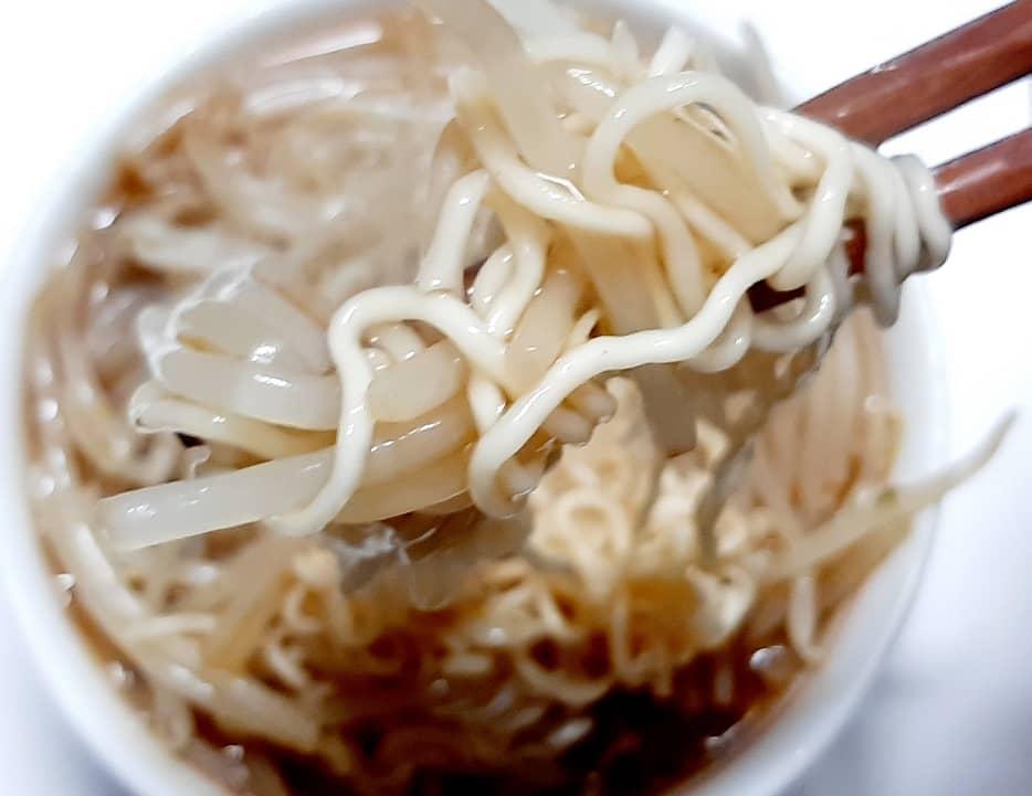 かまいガチの濱家「かさましあんかけラーメン」を作ってみた、実食の一口目のリフトアップ!