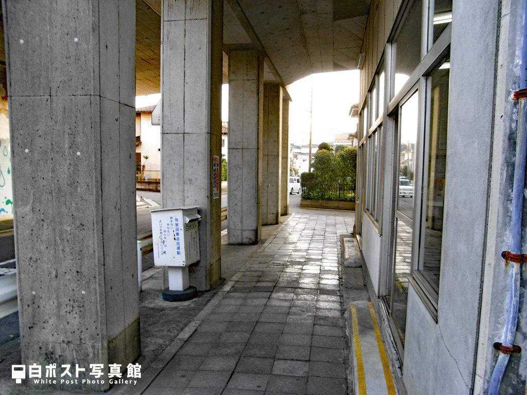 西取手駅の白ポスト