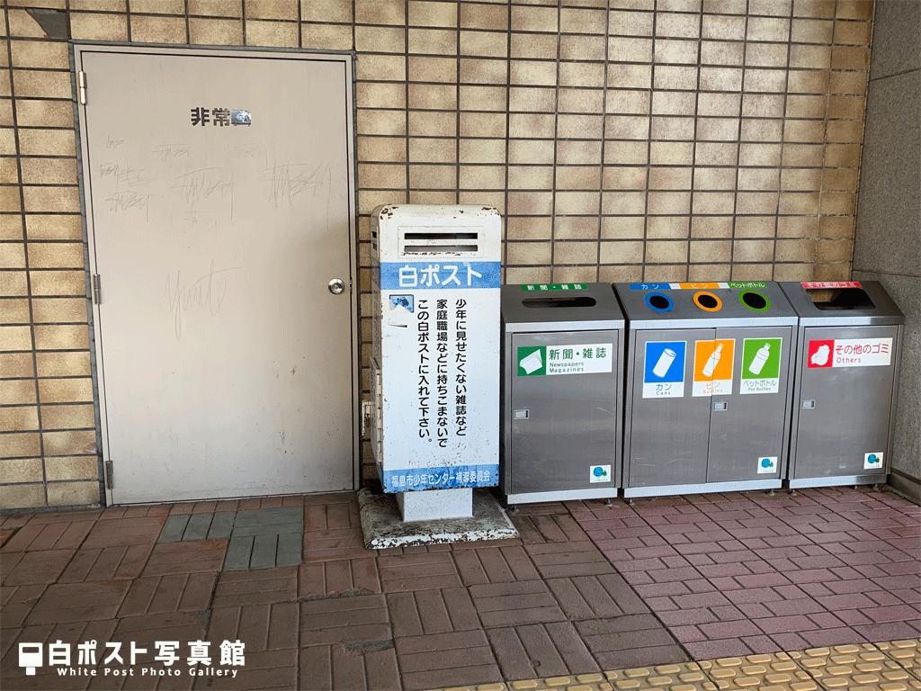 福島駅西口南側の白ポスト