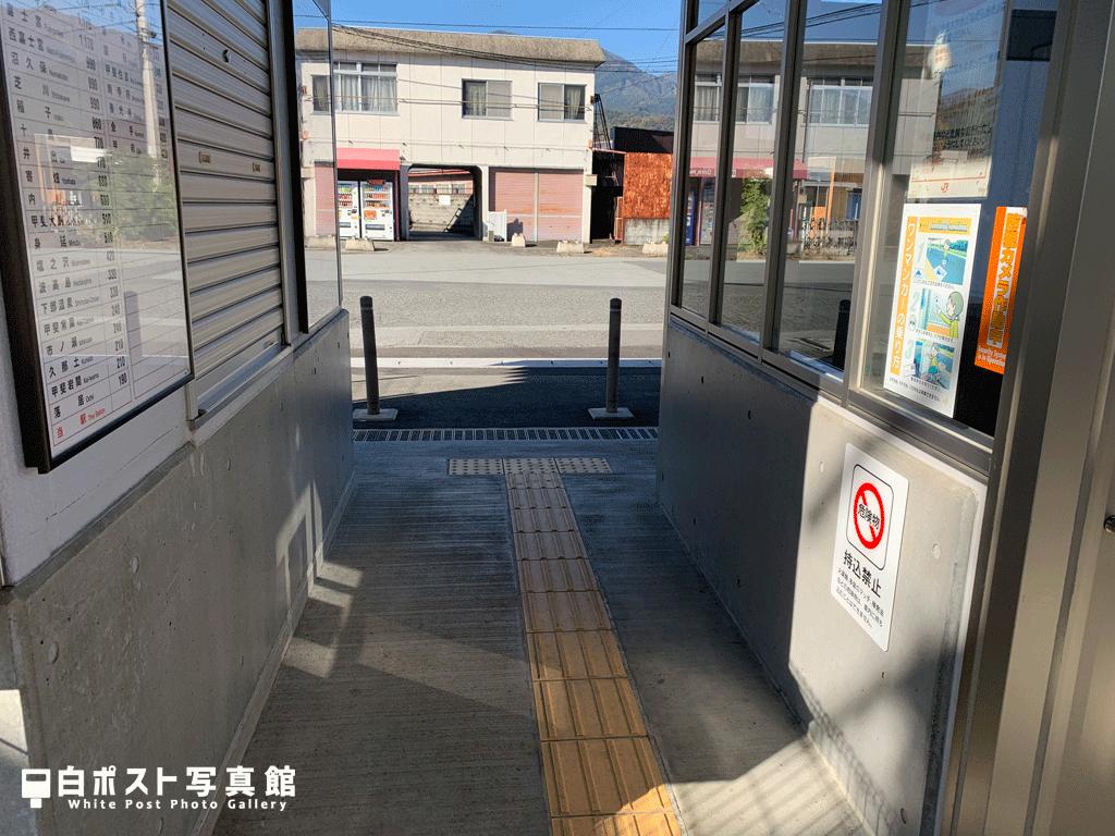 鰍沢口駅改札