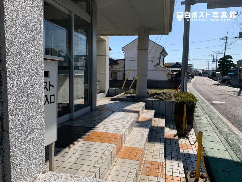 長沢公民館入り口付近