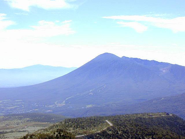 八幡平方面から見た岩木山