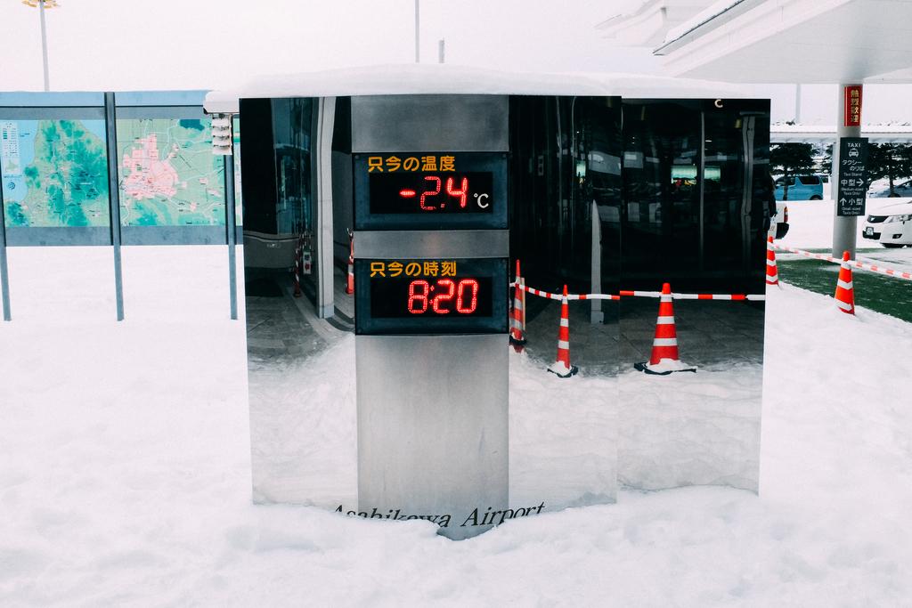 AIRDO20周年ひがし北海道フリーパス_鉄道の旅_旭川空港にて