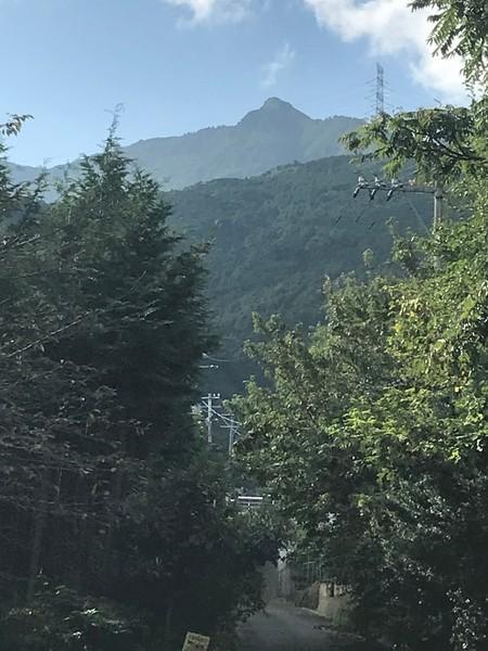 麓から見える赤星山