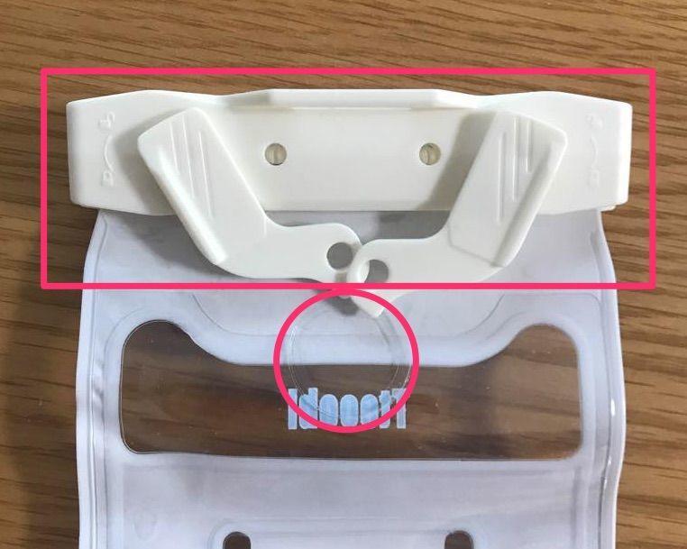防水ケースのロック部分と、iPhone7以降の感圧式ホームボタン反応箇所