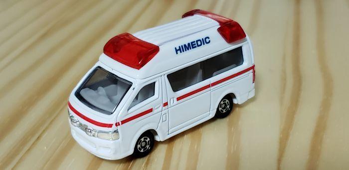 トミカの救急車