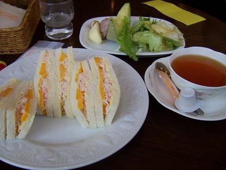 カニとマンゴのサンドウィッチ@目黒果実園