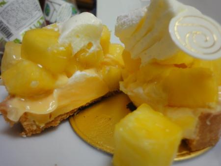 パティスリーリョーコのゴールデンパインとレモンのタルト