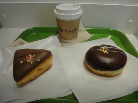 アーノルドのドーナツとコーヒー