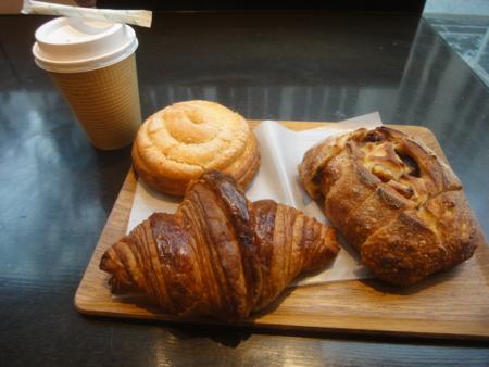 ル・プチメックのパンとカフェオレ