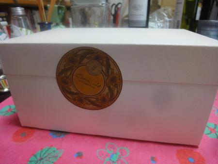 オクシタニアルのケーキ箱