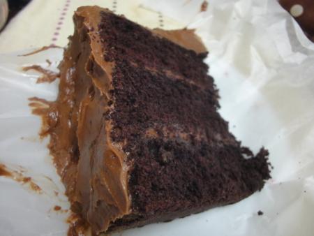 マグノリアベーカリーのデビルズフードケーキ