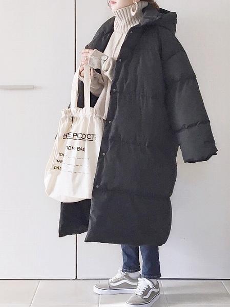 重ため冬コーデも足元で軽やかさをプラス