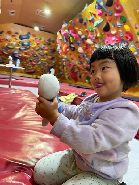 【スザンヌの妹マーガリンの子育てブログ】初めてのボルダリングに挑戦!もしかしたら未来のオリンピック選手になれるかも!!