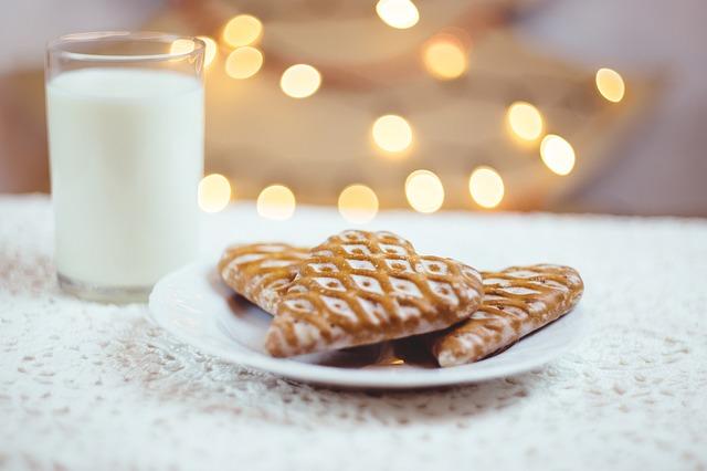 サンタさんへのビスケットとミルク
