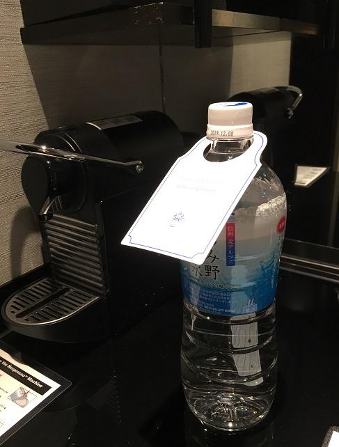 1リットルの水のペットボトル