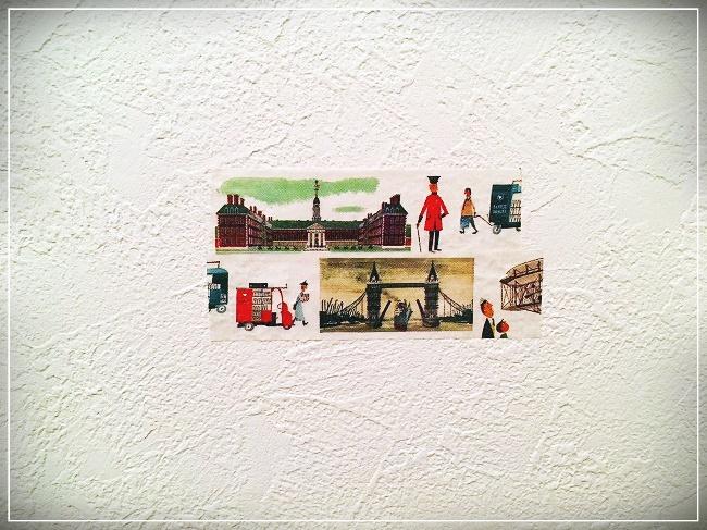 飾りたい位置の壁にマスキングテープを貼る
