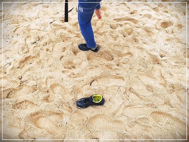 靴の中に砂が入った息子