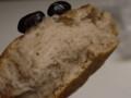 黒豆の煮汁パン