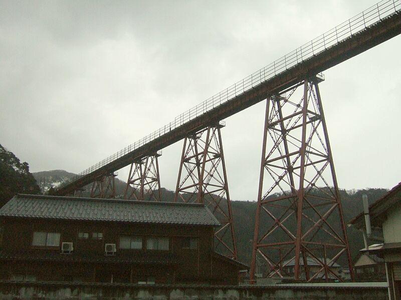 餘部探訪(9)橋を餘部駅方面へ