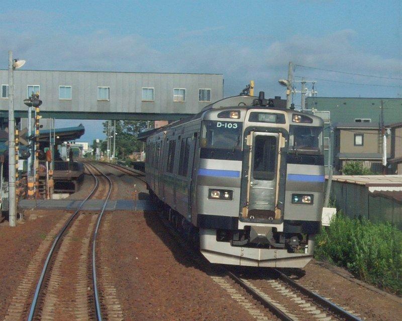 029:札沼線587D車窓・拓北駅に進入…キハ201系札幌行き