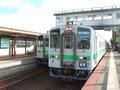 [鉄道][風景][キハ143系][貫通幌]037:札沼線587D車窓・札幌から約40分、石狩太美に到着/080725
