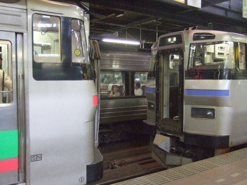 EC/DC併結(25)963M札幌到着、731系からキハ201系(右)を解結/080728