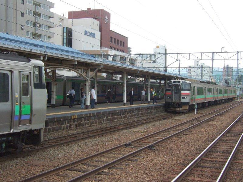 EC/DC併結(12)小樽駅4番に731系(G-116編成)入線/080728