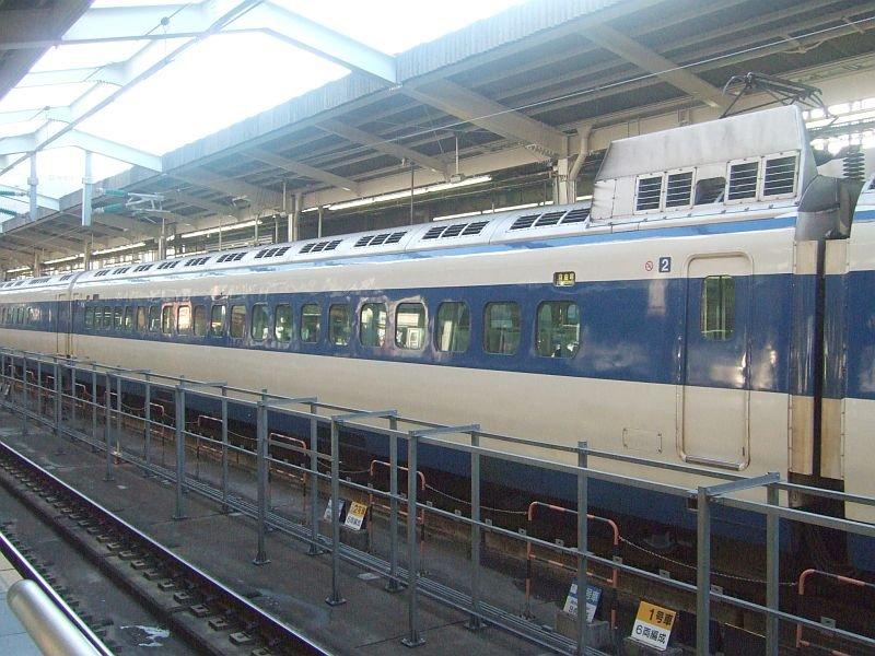 0系新幹線・こだま639号(R61編成)2号車(26-7208)/新大阪駅2008.11