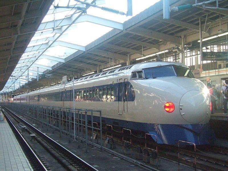 0系新幹線・こだま639号(R61編成)21-7008側/新大阪駅2008.11