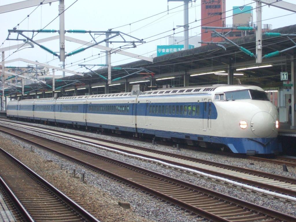 こだま639号(0系R61編成:21-7008側)8:24西明石駅入線1024pix版/2008.11